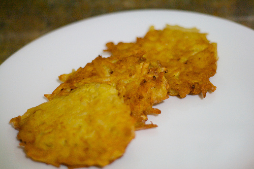 Potato pancakes (latkes). Photo:by robbplusjessie.